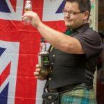 Nico-Kermes-mit-Whisky-vor-Union-Jack